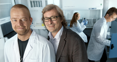 Eske Willerslev and his collegue Morten Rasmussen in the lab
